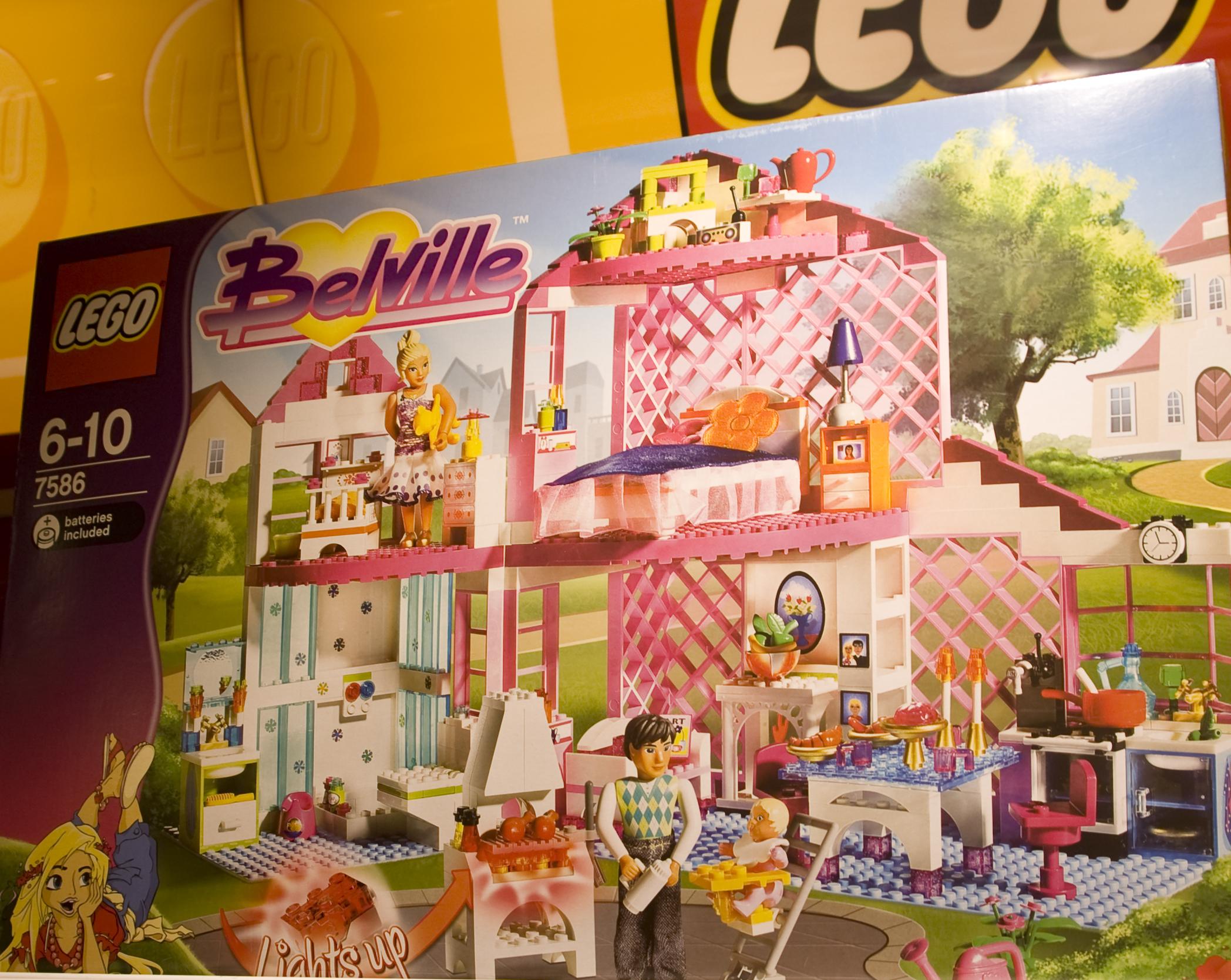 """""""Belville"""" et rosa legohus med lite bygging og høy Barbie-faktor"""