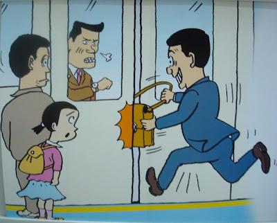 Bilde av en fyr som stikker veska i T-banedøra og sniker seg med på toget, til medpassasjerenes store frustrasjon.