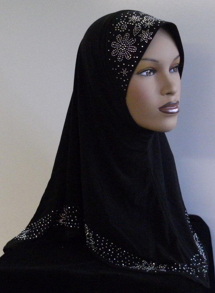 Bilde av utstillingsdukke med lang, svart hijab